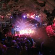 "Copyright: ""Cabaret Last party Fusion Festival 2011"" von Retinafunk. Lizenziert unter CC BY-SA 2.0 über Flickr - https://www.flickr.com/photos/retinafunk/5909135634/"